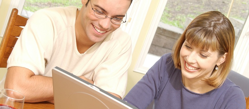 Smiling-couple-with-laptop
