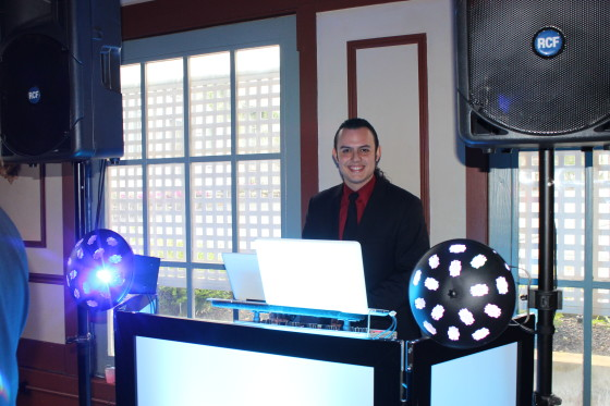 Wedding DJ Roundhill